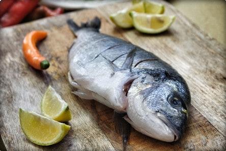 דג דניס בסגנון ים תיכוני של השפית נועה דניס